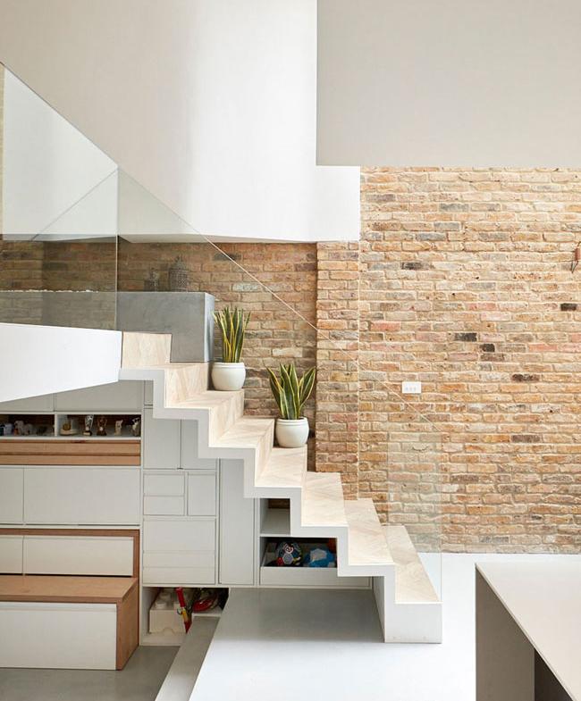 j les rangements sous l escalier l 39 accessoire du rangement blog sur l 39 organisation. Black Bedroom Furniture Sets. Home Design Ideas